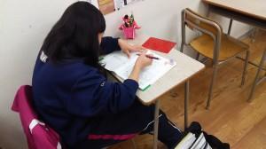 授業の無い日に勉強してナンボの生徒の図