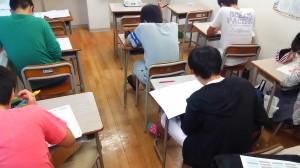 最終日、ここまでの成果を試すテストを受ける生徒たち